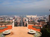 Symmetrisk springbrunntrappuppgångpanorama Haifa Israel royaltyfri fotografi