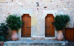 Symmetriska dörrar royaltyfri bild