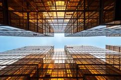 Symmetriska spegelförsedda kontorsbyggnader, Hong Kong Arkivbild