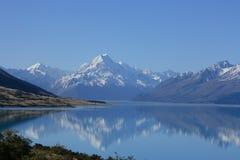 Symmetry. Looking over lake Pukaki, New Zealand towards Mt Cook, New Zealands highest peak (3754m Stock Images