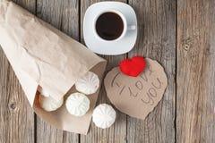Symol d'amour, coeur rouge et bonbons Images stock