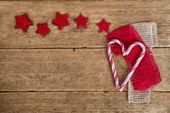 Sympatii i czerwieni gwiazdy na drewnie Zdjęcie Royalty Free