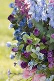 Sympatische Blumen-Anordnung lizenzfreie stockfotos