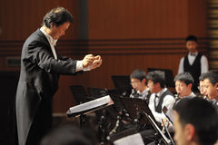 Symphonisches Band des Kursteilnehmers führen am Konzert durch Stockbild