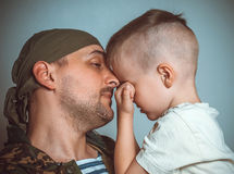 Syn ojcować opuszczać na służbie wojskowej Obraz Royalty Free