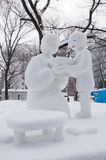 Syn providing gorących ramen dla mamy, Sapporo śniegu festiwal 2013 Obrazy Royalty Free