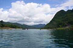 Syn rzeka w Phong Nha jamie w Nha-KẠPhong' Bàng park narodowy Zdjęcia Stock