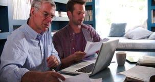 Syna Pomaga senior Wychowywać Z papierkową robotą W ministerstwie spraw wewnętrznych zbiory
