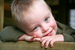 synad blå pojke Fotografering för Bildbyråer