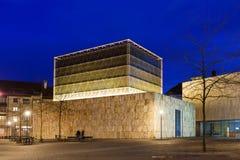 Synagoga i Munich på aftonen Arkivfoto