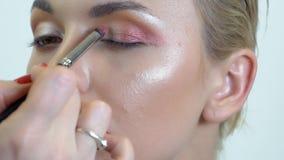 Synar makeup på rökiga ögon för flicka lager videofilmer