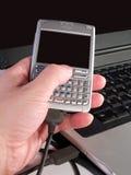 Synchronisierungs-persönlicher digitaler Assistent mit Laptop Stockbilder