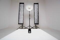 Synchronizer na białym sześcianie zdjęcie stock