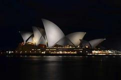 Syndey operahus på natten Arkivbilder