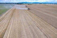 Syndykat pracuje na pszenicznym polu Fotografia Royalty Free