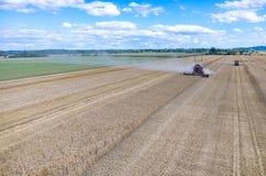 Syndykat pracuje na pszenicznym polu Obraz Royalty Free