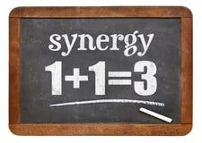 Synergiego pojęcie na blackboard zdjęcia royalty free