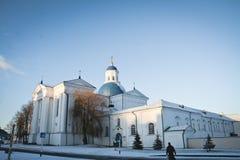Synkovichi, BIELORRUSIA - 26 de febrero de 2017 Ortodoxia del monasterio de Zhyrovichy imagen de archivo