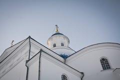 Synkovichi, BIELORRUSIA - 26 de febrero de 2017 Ortodoxia del monasterio de Zhyrovichy fotografía de archivo