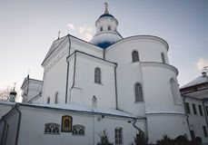 Synkovichi, WIT-RUSLAND - Februari 26, 2017 Orthodoxy van het Zhyrovichyklooster stock foto