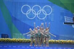 Synkroniseringssimning av i olympiska spel arkivfoto