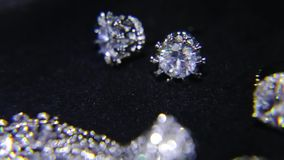 Syntetiska diamanter på smyckena 005