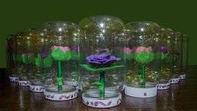 Syntetiska handgjorda blommor Royaltyfri Bild