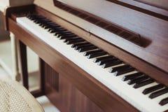 Synthétiseur électrique de clavier de piano Foyer sélectif photos stock