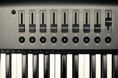 Free Synthesizer Keyboard And Controls Royalty Free Stock Photos - 22664668