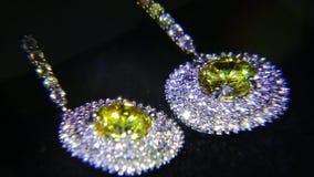 Synthetische diamanten op juwelen 001 stock video