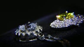 Synthetische diamanten op juwelen 002 stock footage