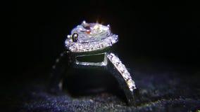 Synthetische diamanten op juwelen 004 stock videobeelden