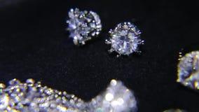 Synthetische diamanten op juwelen 005 stock videobeelden