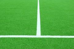 Synthetischer Fußball oder Footbal-Feld Lizenzfreie Stockfotos