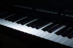 Syntmusiken i mörkret arkivbilder