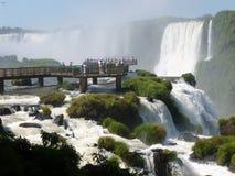 Synvinkel av Iguazuet Falls Royaltyfria Bilder