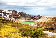 Synvinkel av Okama krater sjön fotografering för bildbyråer