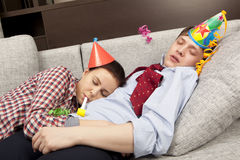 Sypialna para w partyjnych kapeluszy kapeluszach Fotografia Stock