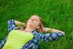 Sypialna szczęśliwa dziewczyna Zdjęcie Stock