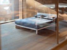 Sypialni balsowego drewna model zdjęcia royalty free