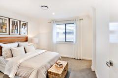 Sypialni wejście z okno z światłem słonecznym Fotografia Royalty Free