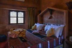 Sypialni wnętrze, tradycyjny projekt w Maroko Obraz Stock