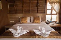 Sypialnia dekoruje z drewnem Fotografia Royalty Free