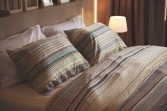 Sypialnia przy noc Obrazy Stock