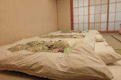 Sypialnia starego stylu japończyk Tradycyjna sypialnia w Japonia Zdjęcie Stock