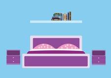 Sypialnia w fiołkowych brzmieniach zdjęcie royalty free