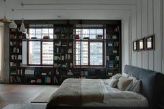 Sypialnia w nowożytnym stylu fotografia stock