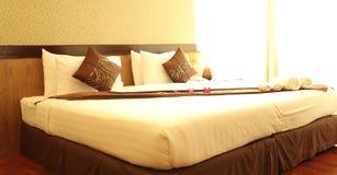 Sypialnia w złotym świetle słonecznym Zdjęcie Stock