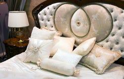 Sypialnia z łóżkiem w baroku stylu Obrazy Stock