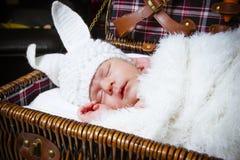 Sypialny dziecko w kostiumu królik Obrazy Stock